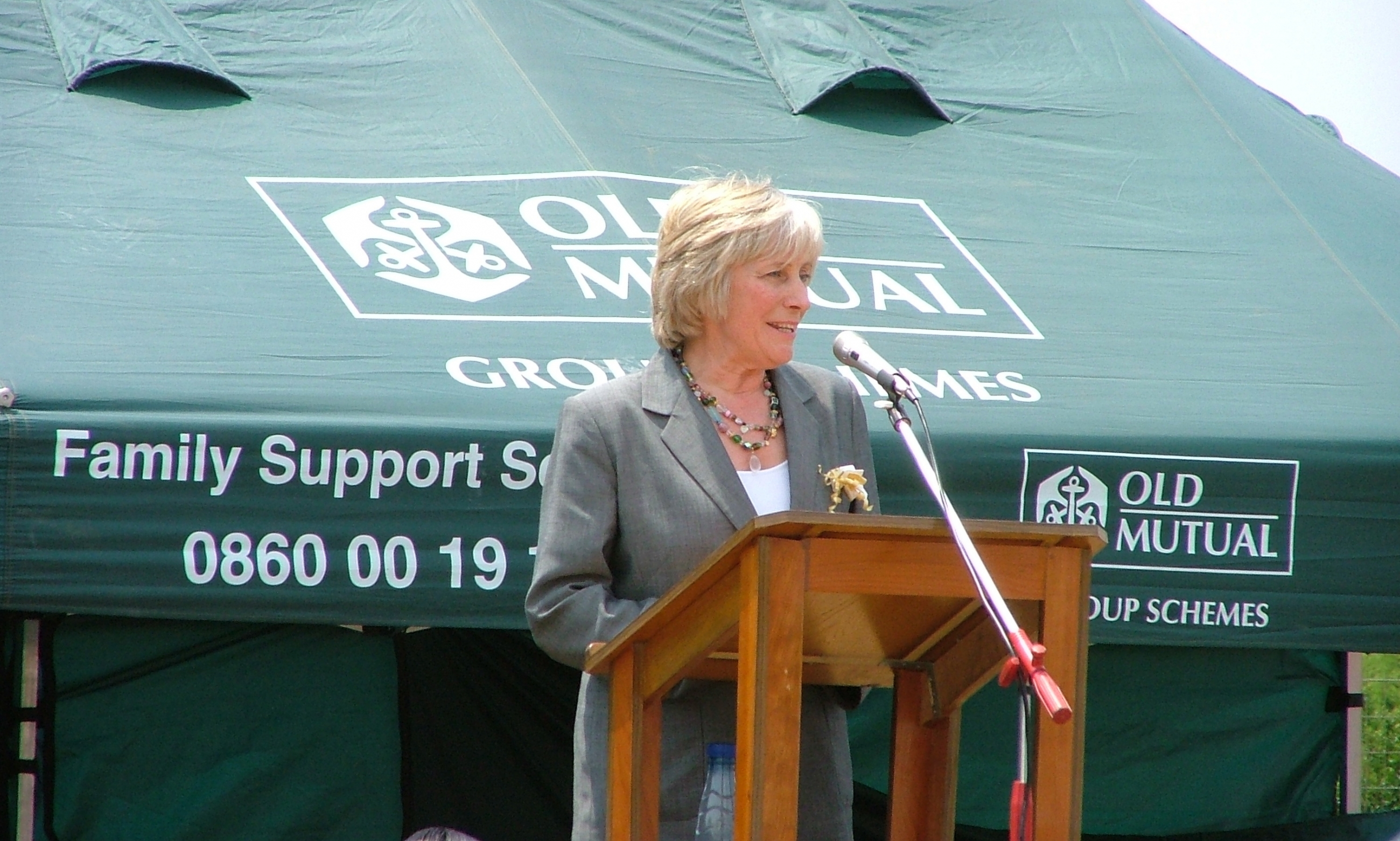 Janis Mowlam giving a speech in South Africa