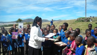 Children at Auray Primary receive books